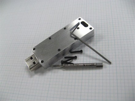 Usb Drive Gets Wred In Aluminum