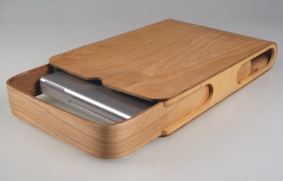 DIYer gets crafty with plywood laptop case