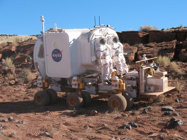 NASA demos 2020's 12-wheeled, pressurized lunar rover ...