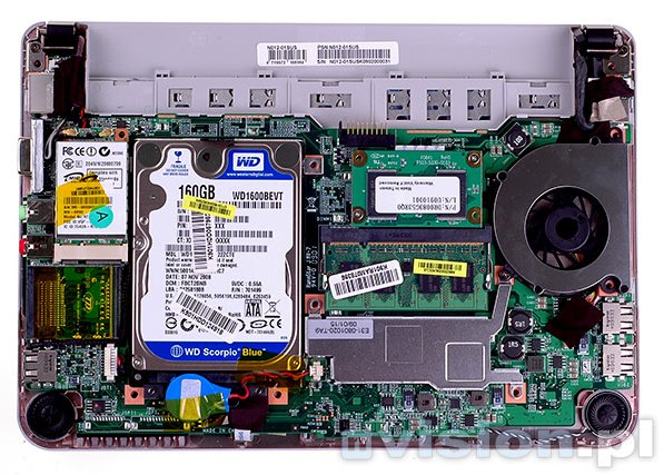 The interior of the MSI Wind U115. The SSD is just above the RAM module.