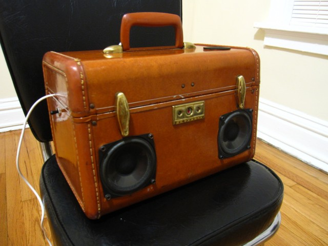 SiMo BoomCase vintage suitcase speaker rocks your androgynous hair ...