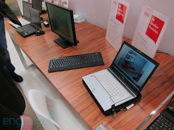 Fujitsu: al CeBIT il display per PC wireless per davvero