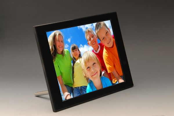 Pix-Star FotoConnect HD is a 10-inch digiframe ripe for regifting