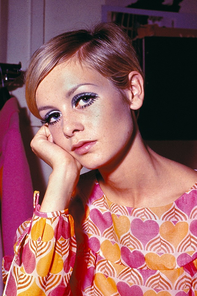 How To Do Sixties Make-Up